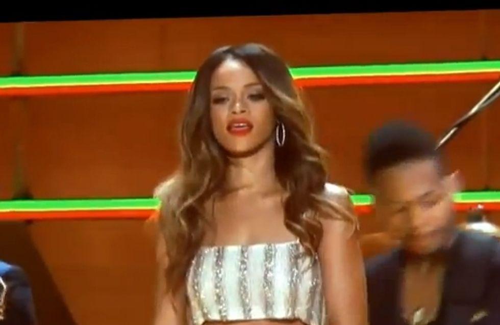 Rihanna : Elle met le feu aux Grammy Awards (Vidéo)