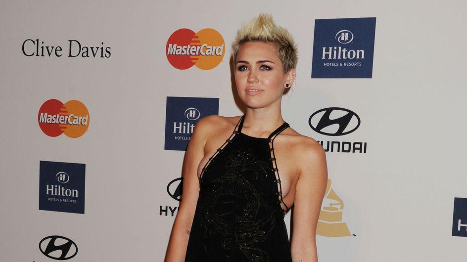 Miley Cyrus : Son look décevant aux pré-Grammy Awards (Photos)