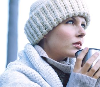 Santé : Mais pourquoi les femmes ont-elles les mains et les pieds si froids ?