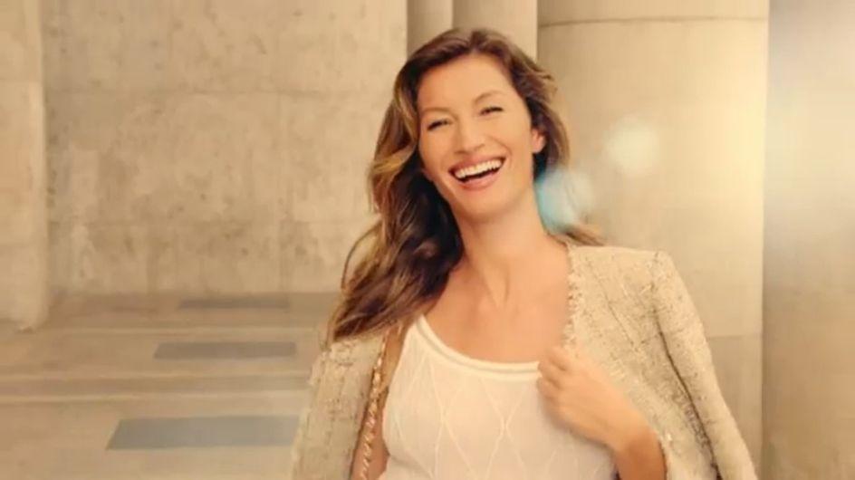 Gisele Bündchen : Tout en beige pour Chanel (Vidéo)