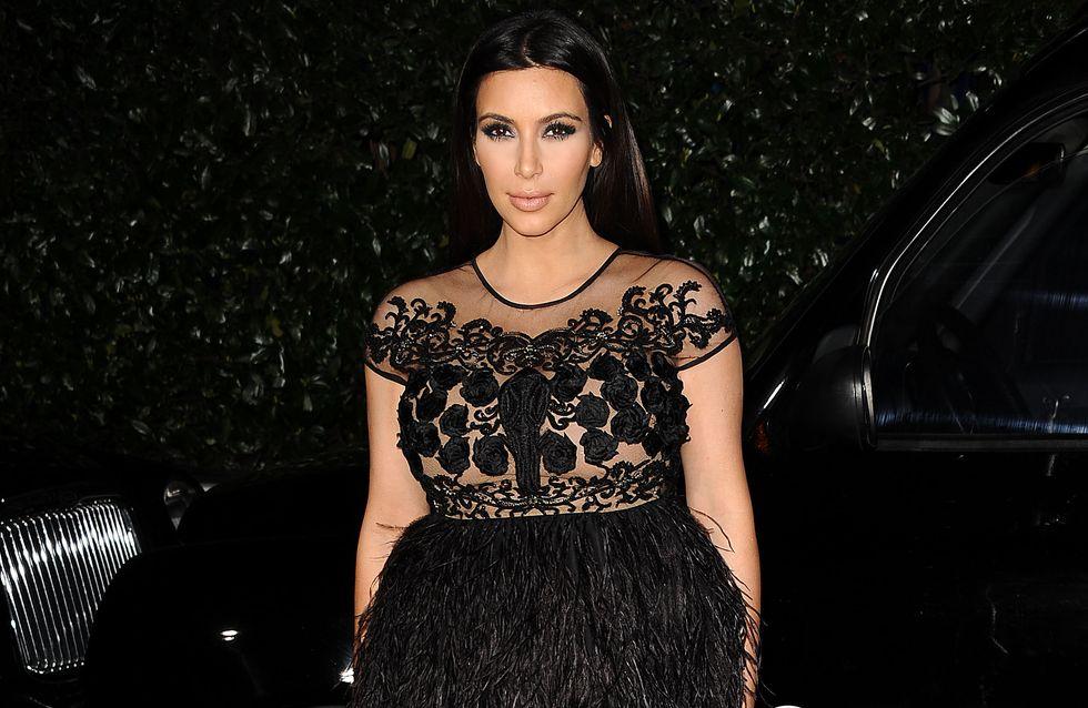 Kim Kardashian : C'est quoi ce look d'autruche ? (Photo)