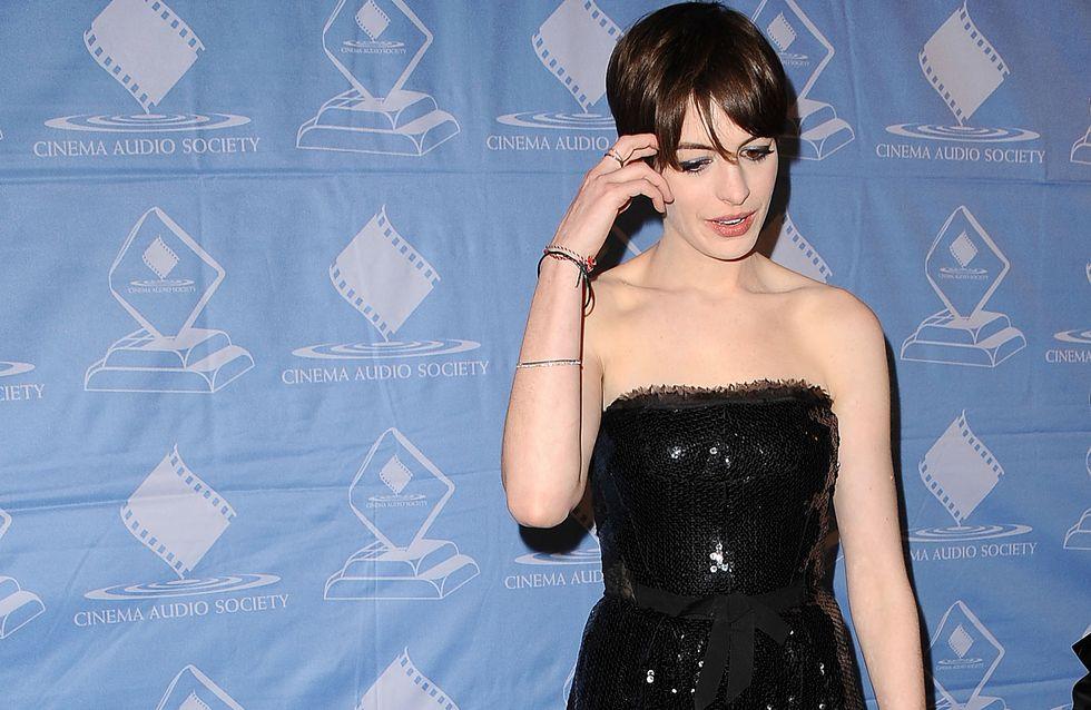 Anne Hathaway : Sexy dans une robe noire à sequins (Photos)