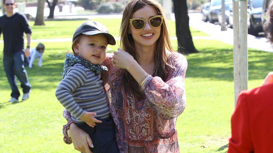 Miranda Kerr : Petite balade lookée avec son fils (Photos)