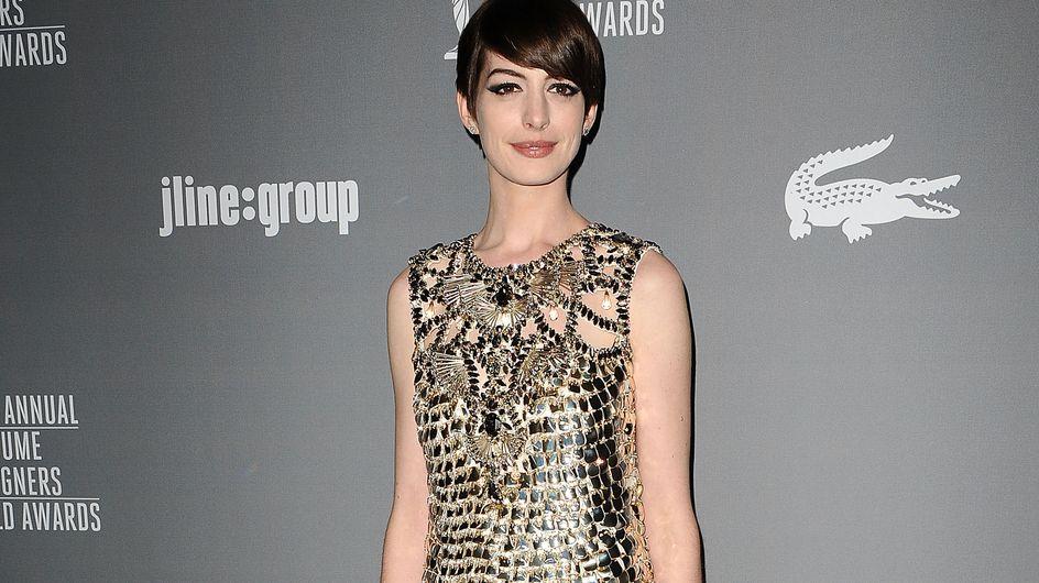 Anne Hathaway : Sublime en robe Gucci (Photos)