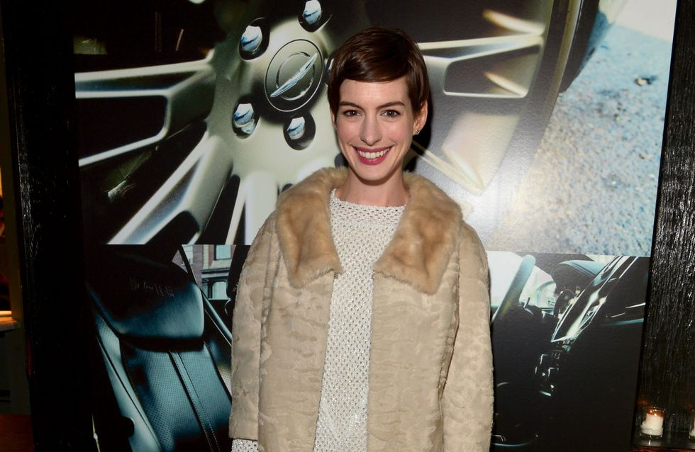 Anne Hathaway : On adore son look rétro ! (Photo)