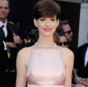 Anne Hathaway tétons Oscars 2013