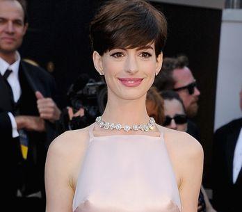 Oscars 2013 : Les tétons d'Anne Hathaway font le buzz (Photos)