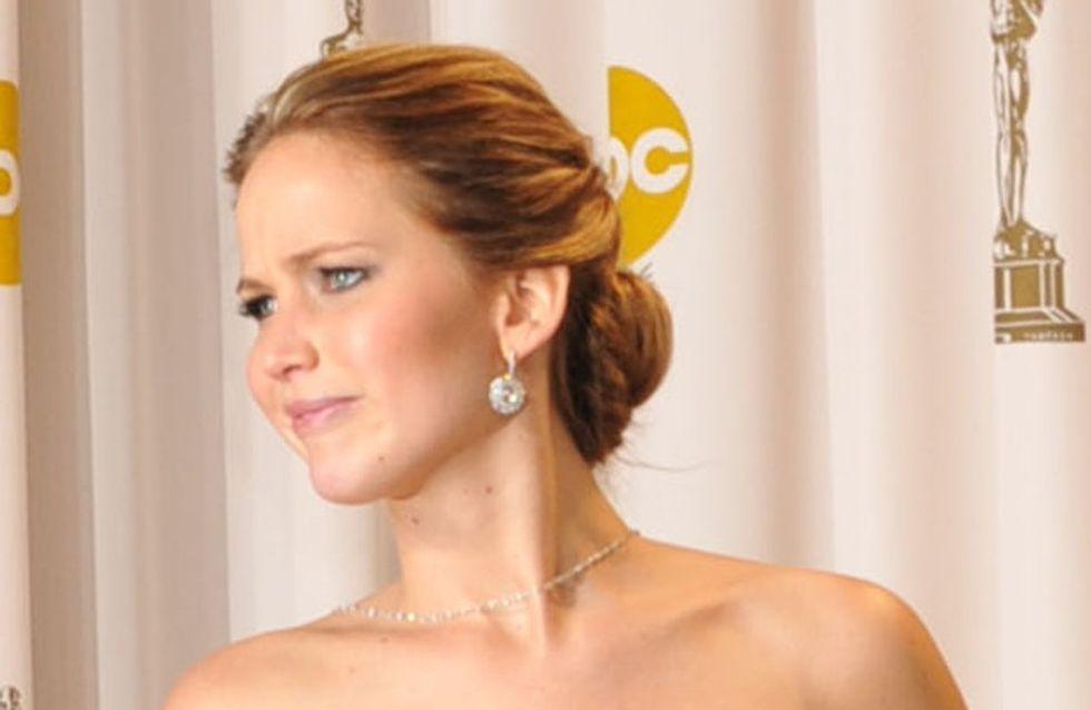 Oscars 2013 : Jennifer Lawrence fait un doigt d'honneur sur le tapis rouge (Photos)