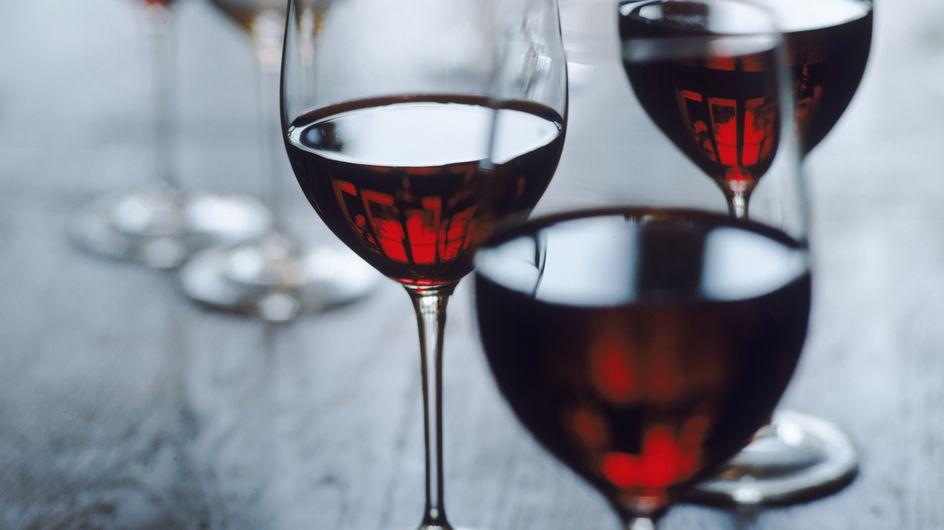 Santé : Buvez du vin rouge, vous entendrez mieux !