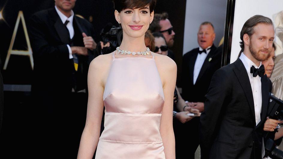 Anne Hathaway : Des problèmes de robe aux Oscars
