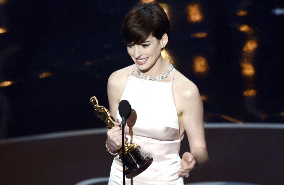 Anne Hathaway : Elle s'excuse auprès d'un grand couturier