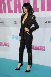 Selena Gomez en smoking Versace à Berlin