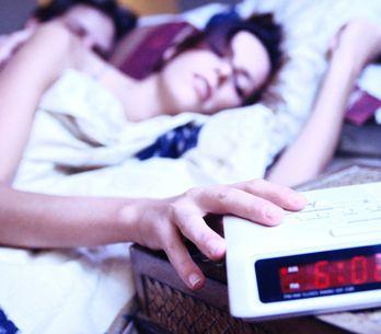 Les pires façons de réveiller quelqu'un ! (Vidéo)