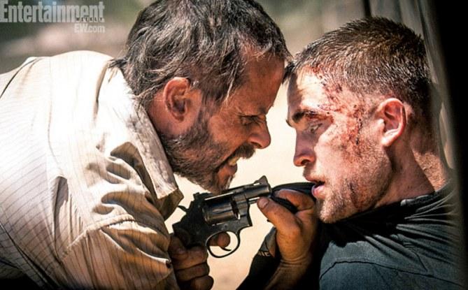 Robert Pattinson et Guy Pierce dans The Rover