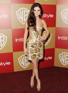 Selena Gomez look sexy