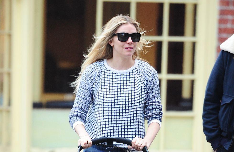Sienna Miller : Un look casual pour promener bébé