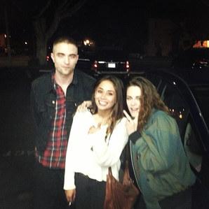Robert et Kristen photographiés par une fan au karaoké