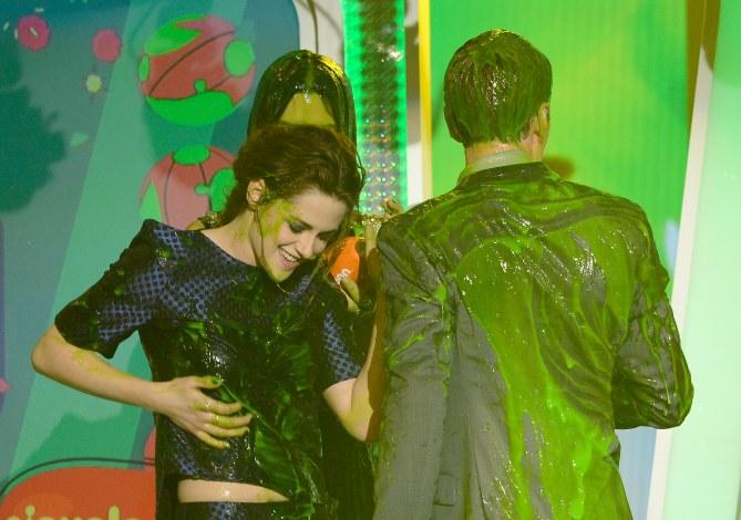 Kristen Stewart couverte de slime aux KCA