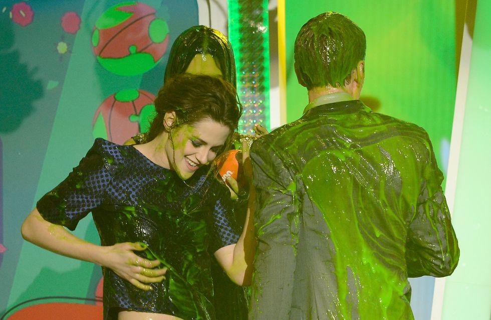 Kristen Stewart : Couverte de slime aux Kids' Choice Awards (photo et vidéo)
