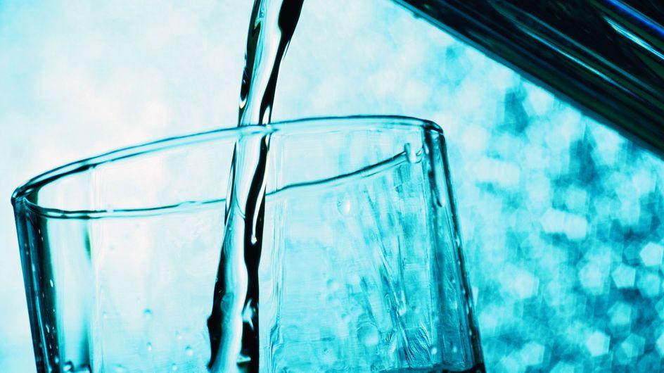 Des pesticides et des médicaments dans l'eau minérale