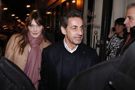 Carla Bruni-Sarkozy et Nicolas Sarkozy dans un restaurant parisien pour fêter ses 58 ans