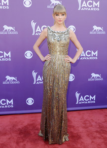 1.  Taylor Swift - Country Awards