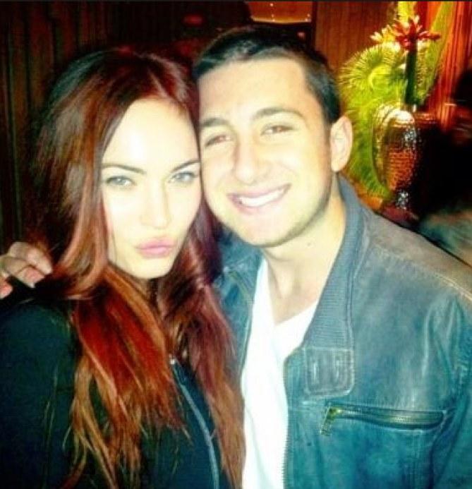 Megan Fox rousse avec un fan