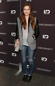 Elizabeth Olsen on copier son look !