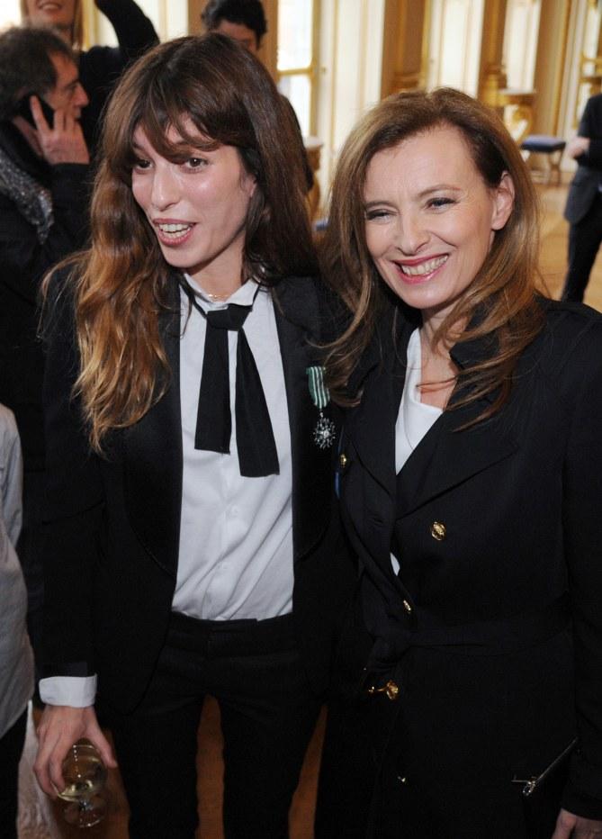 Lou Doillon et Valérie Trierweiler lors de la remise des insignes des Arts et des Lettres