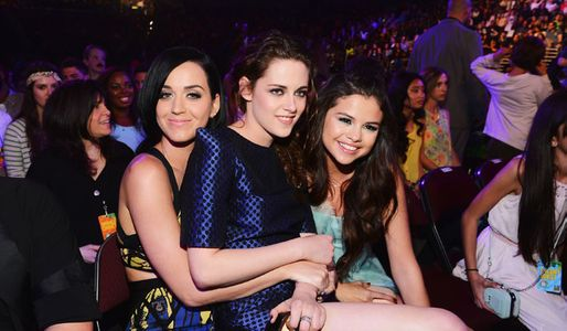 Kristen Stewart and Katy Perry look like besties at the Kid's Choice Awards