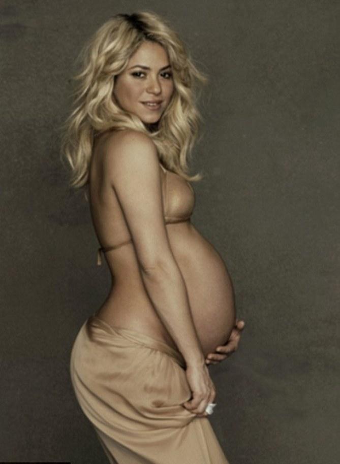1. Shakira enceinte