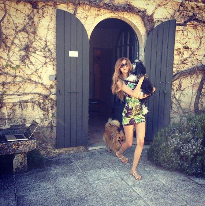 Zahia Dehar en vacances en Provence