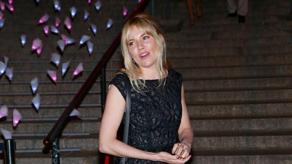 Sienna Miller assure en Topshop sur le tapis rouge