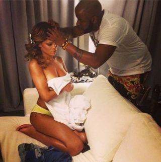 Rihanna topless... pour changer !