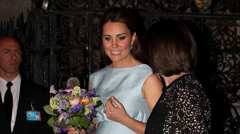 Kate Middleton enceinte : Son ventre est de plus en plus rond (Photos)