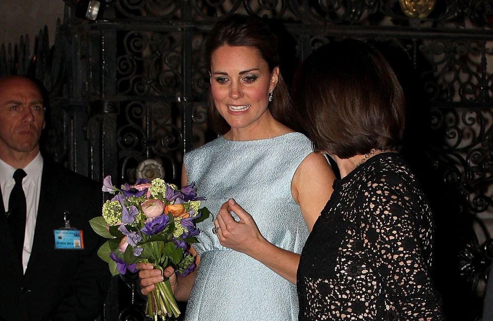 Kate Middleton enceinte : Son ventre est de plus en plus rond (Photos)