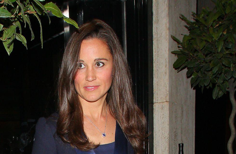 Pippa Middleton : Tout en bleu pour dîner avec un ami (Photos)