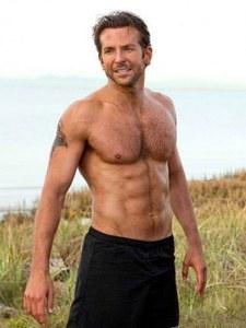 Bradley Cooper torse nu