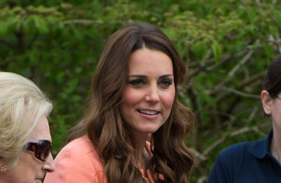 Kate Middleton : Elle ne peut plus fermer son manteau ! (Photos)