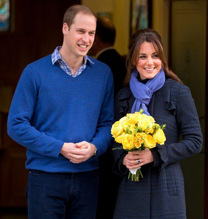 Kate Middleton enceinte et le prince William à sa sortie d'hôpital