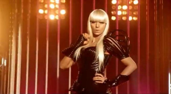 Karine Le Marchand en Lady Gaga