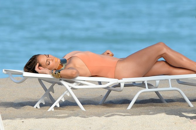 Jennifer Lopez : Sexy dans son nouveau clip