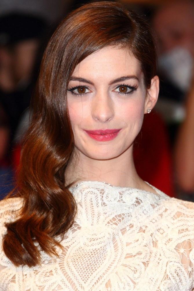 Anne Hathaway cheveux longs