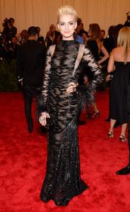 Anne Hathaway Met Bal 2013