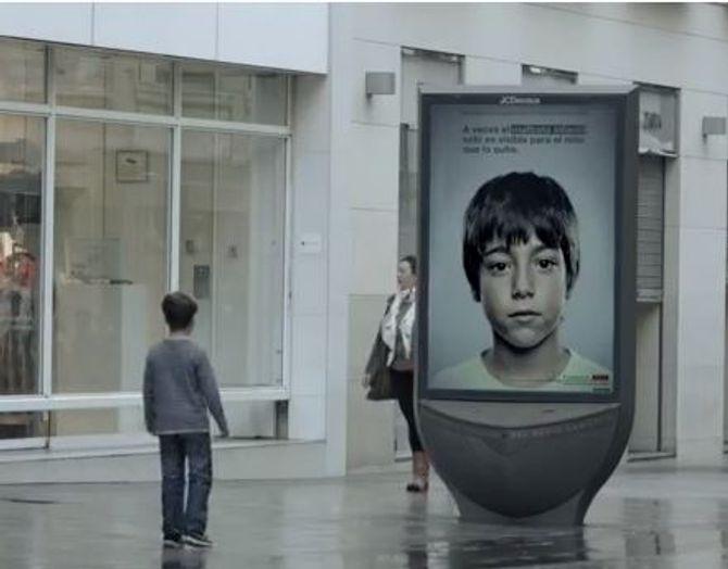 Pub anti-maltraitance : Seuls les enfants peuvent la voir (Video)