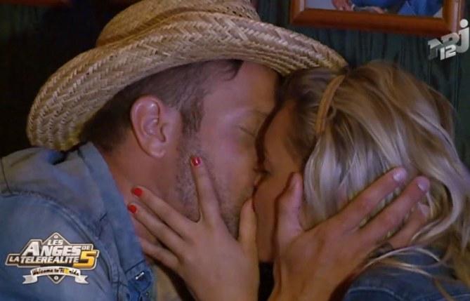 """Aurélie et Benjamin s'embrassent et se disent """"je t'aime"""""""
