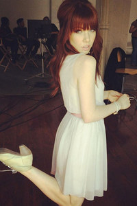 Carly Rae Jepsen goes red