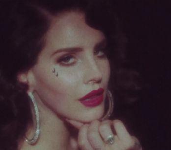 Lana Del Rey, sensuelle dans le clip de sa chanson Young & Beautiful (Vidé