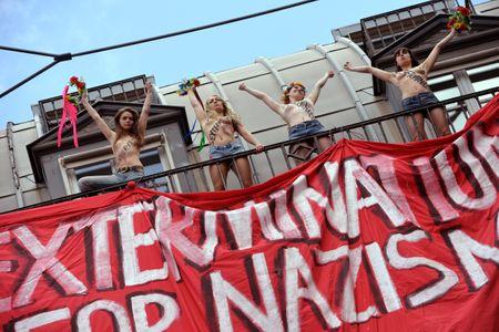Femen : Leur nouvelle action choc contre l'extrême droite (Photos)