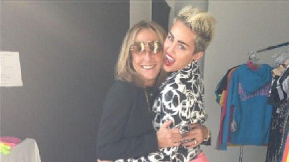 Miley Cyrus : Elle nous montre sa culotte rose (Photo)